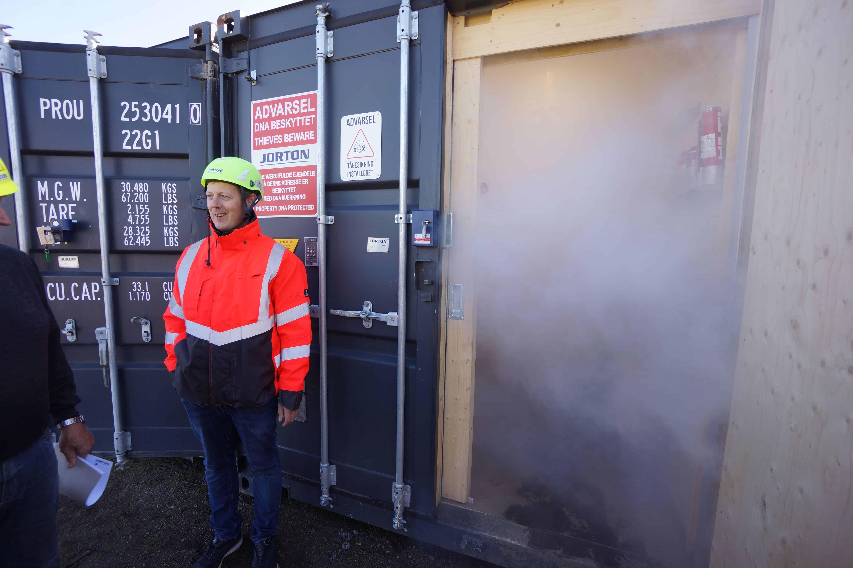 La niebla de seguridad, el GPS, los sensores de vibración y las sirenas aseguran ahora los bienes en un sitio de construcción